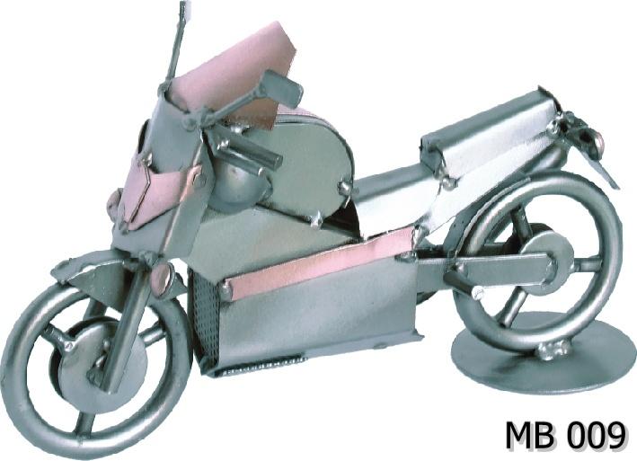 Metalowy model Honda MB 009