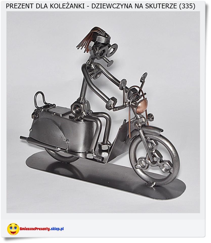 Figurka dziewczyna, kobieta na skuterze