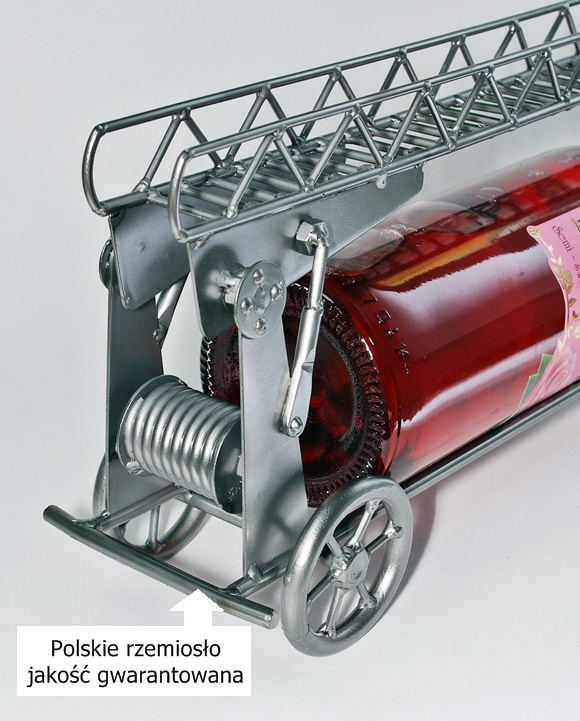 Wóz strażacki jako podstawka pod butelkę